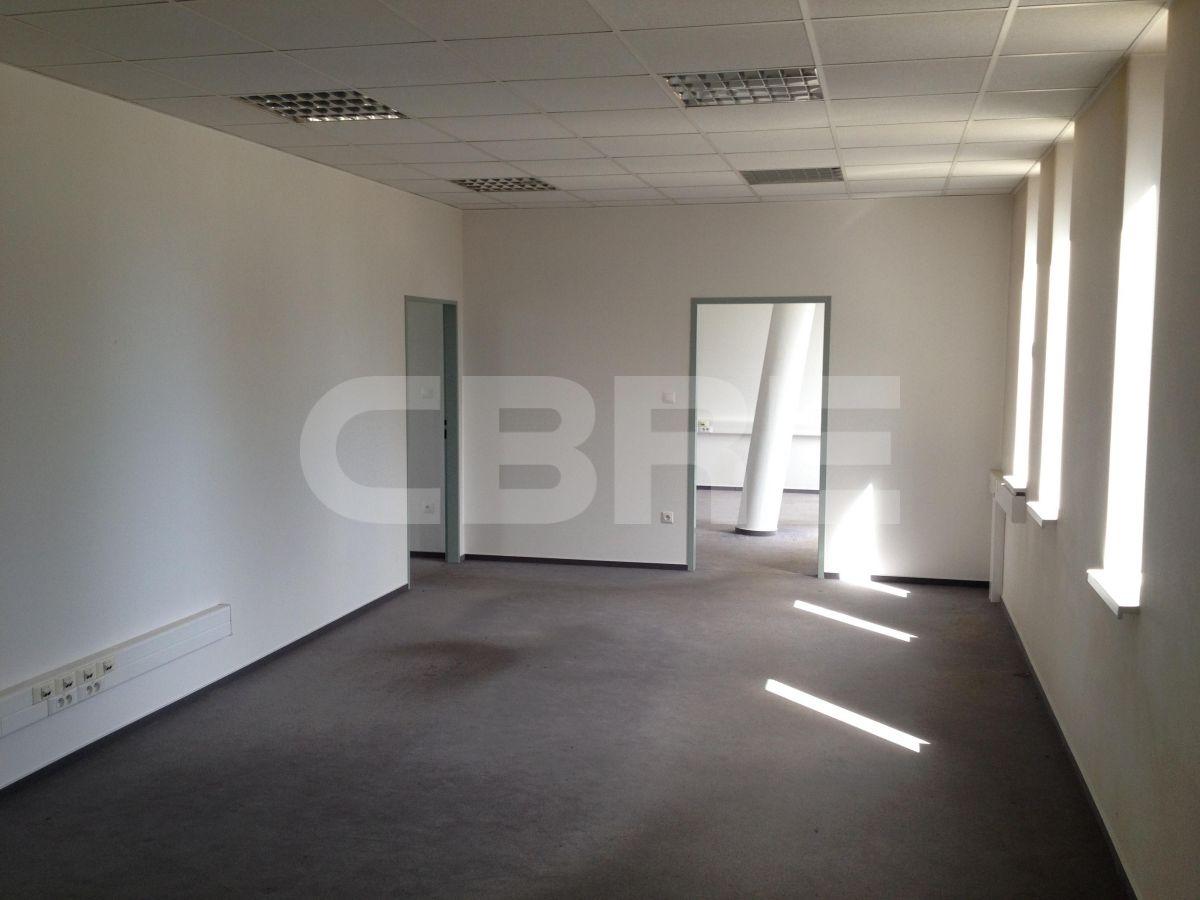 Ivanka pri Dunaji - 2500 m2, Bratislavský kraj, Bratislava | Prenájom a predaj skladov a výrobných hál od CBRE | 3