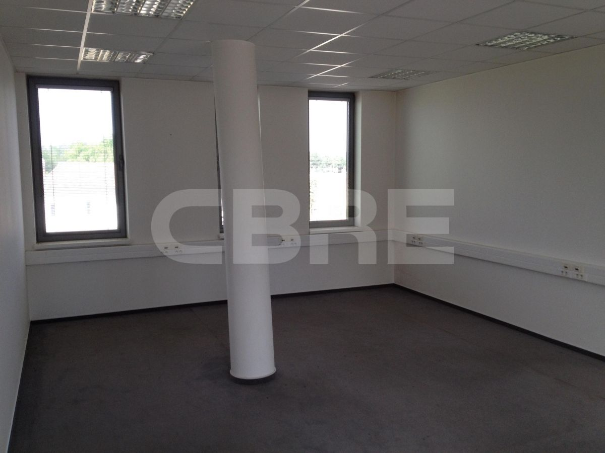Ivanka pri Dunaji - 2500 m2, Bratislavský kraj, Ivanka pri Dunaji | Prenájom a predaj skladov a výrobných hál od CBRE | 1