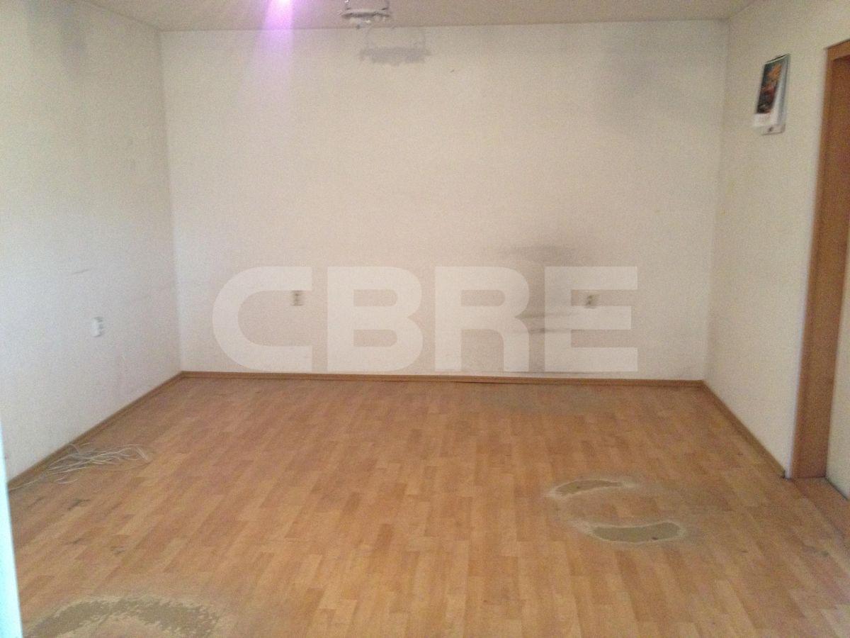 Dúbravka, Bratislava IV - 300 m2, Bratislavský kraj, Bratislava | Prenájom a predaj skladov a výrobných hál od CBRE | 2