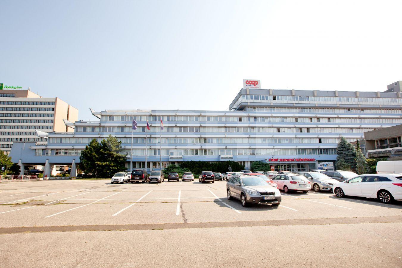 COOP Jednota, Bratislava - Ružinov | Prenájom kancelárií od CBRE | 2