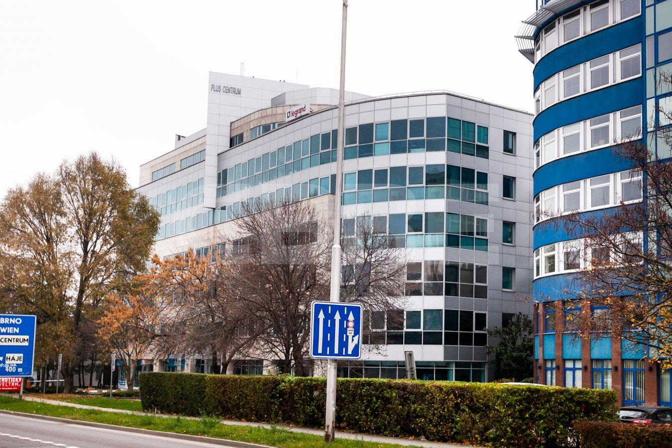Kancelárie Plus Centrum, Panónska, Bratislava - Petržalka | Prenájom kancelárií od CBRE | 1