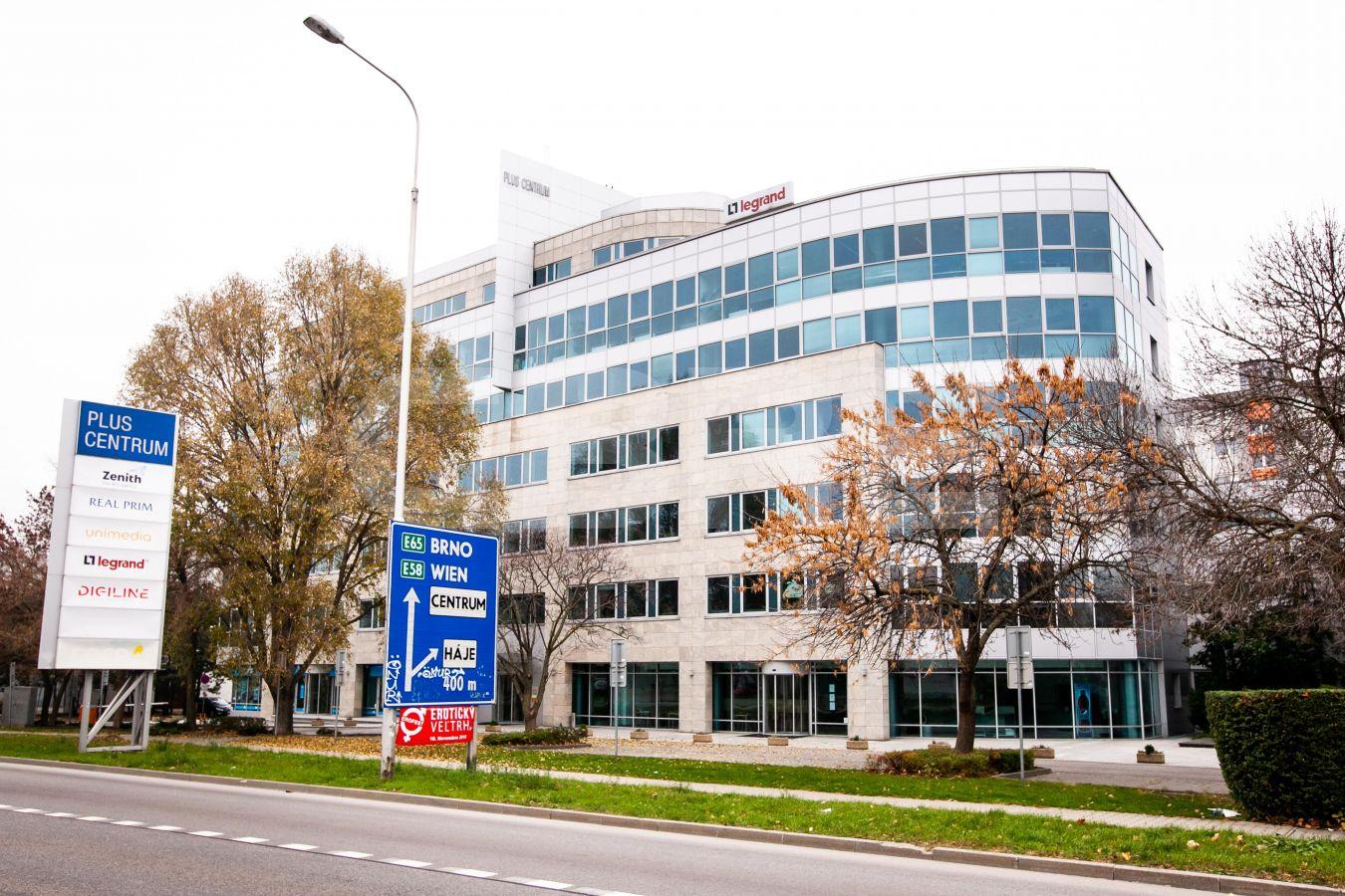 Plus centrum, etapa III., Bratislava - Petržalka | Prenájom kancelárií od CBRE | 1