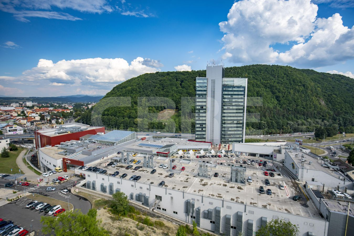 Europa SC, Banskobystrický kraj, Banská Bystrica | Retails for rent or sale by CBRE | 3